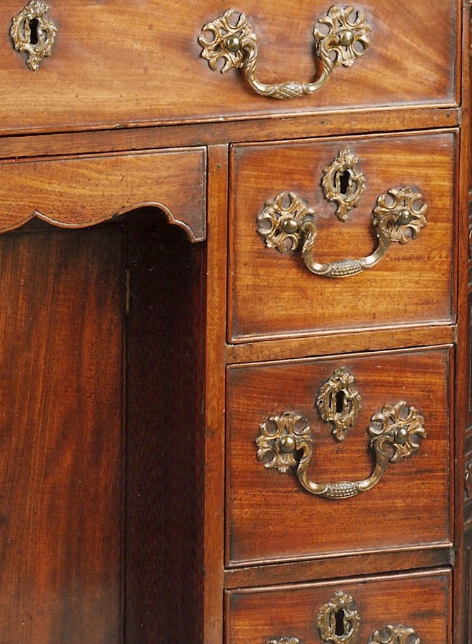 FINE GEORGE II PERIOD CARVED MAHOGANY KNEEHOLE DESK